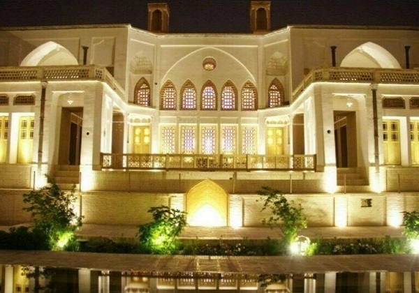 Manouchehri-Traditional-Hotel
