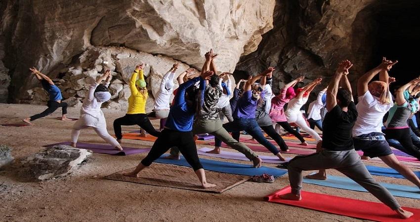 yoga_tour_desert