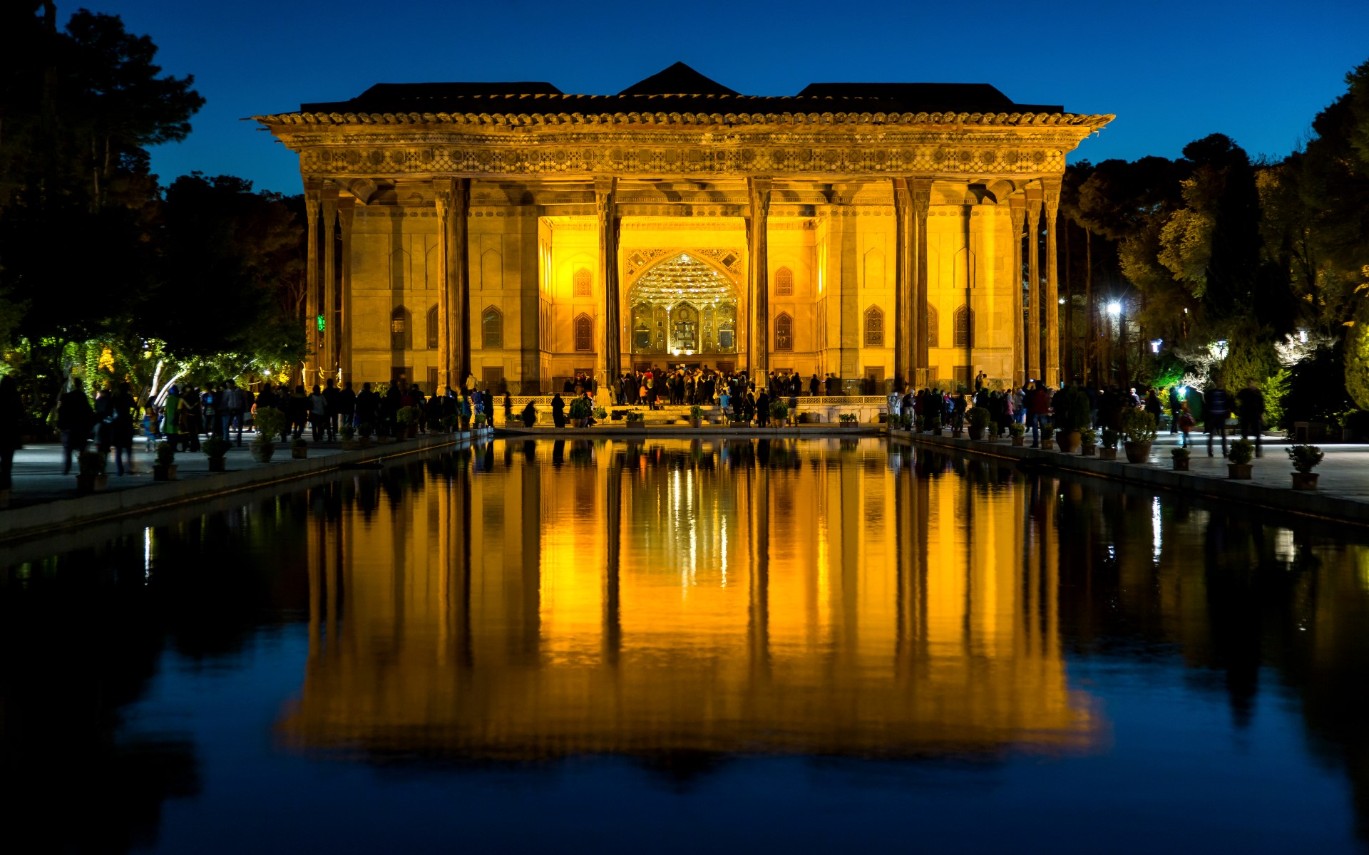 Chehel,Sotoun,(forty,Columns),Is,A,Pavilion,In,The,Middle